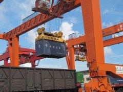 防城港码头公司加快铁路集装箱装卸无纸化操作建设